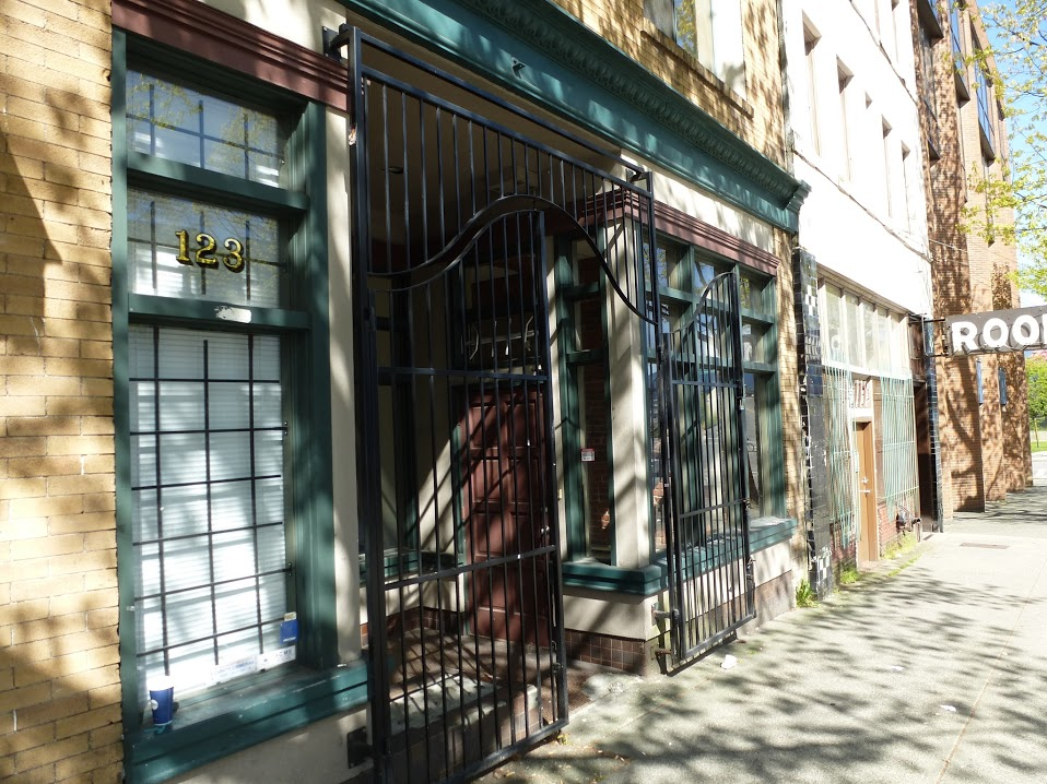 The new gate at the storefront